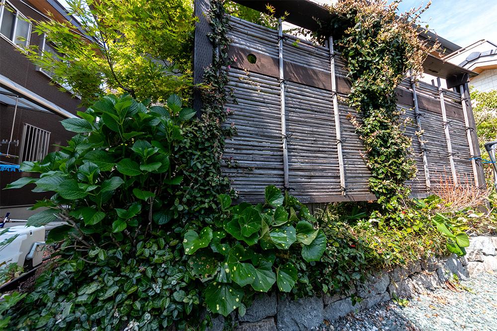 庭園竹を編んだフェンス